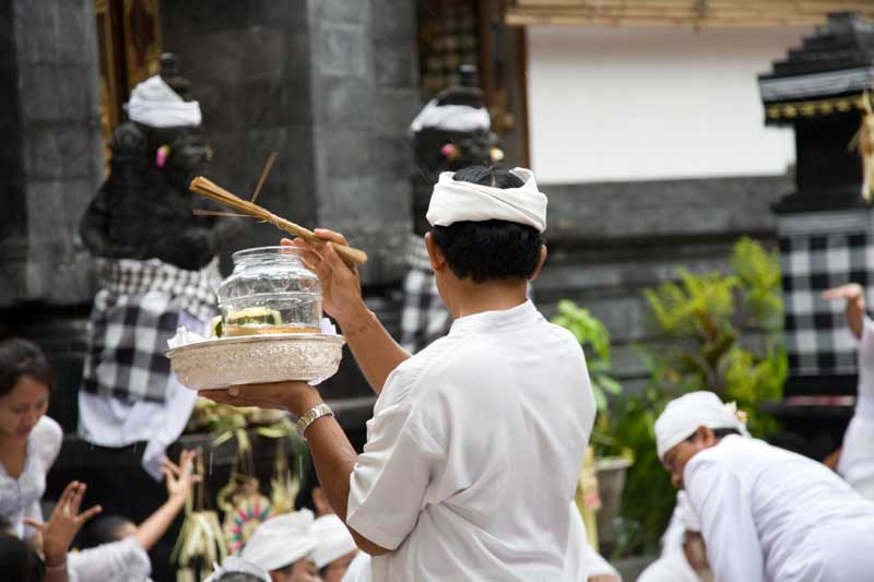 Priest-Ceremony-Ubud